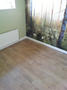 D Jones Flooring - Secura Natural Oak 2126