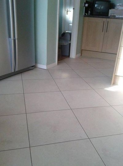 Colonia Natural Limestone 4536 with Coffee 2037 grouting strip (Bristol Flooring)