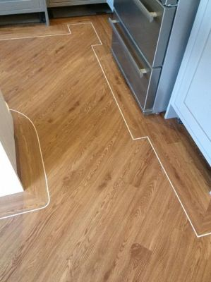 Colonia English Oak 4435 with Cream 0032 feature strip (Cre8tive Flooring)