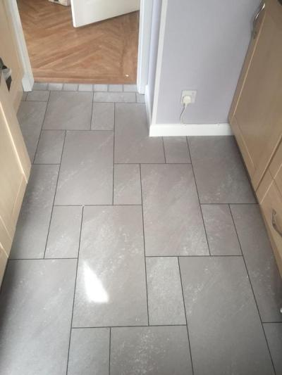 Sam Willis Flooring, Colonia Balmoral Grey Slate with Graphite grouting strips