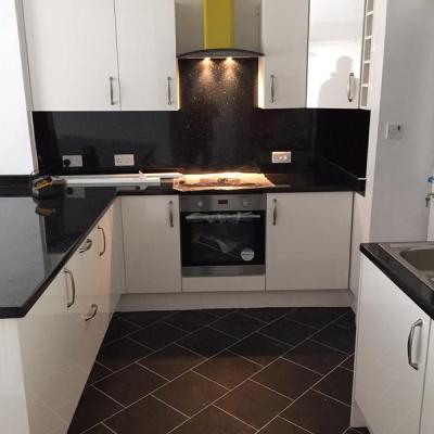 Magna Kitchens, Colonia Welsh Raven Slate with Ice grouting strip