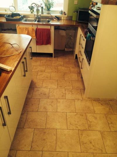 Essential Floors, Colonia Cottage Yorkstone with Coffee grouting strip in brickwork design